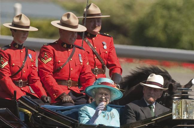 Royal-family-searching-for-new-chauffeur-for-Queen-Elizabeth