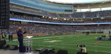 """Thousands of Christians Fill Baylor's McLane Stadium for """"The Gathering"""" Palm Sunday Service"""