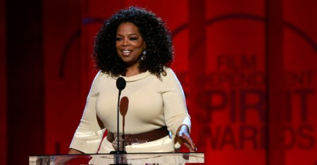 """Entertainer and producer Oprah Winfrey arrives to introduce a clip from her Best Feature nominated film """"Selma"""" at the 2015 Film Independent Spirit Awards in Santa Monica, California Feb. 21, 2015. (Photo courtesy REUTERS/Adrees Latif)"""