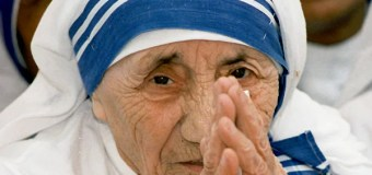 Saint Teresa's Famous Blue-Rimmed White Sari Trademarked by Nun's Order