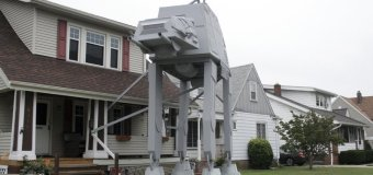 Man Builds 2-Story-Tall 'Star Wars' AT-AT Walker Replica for Halloween