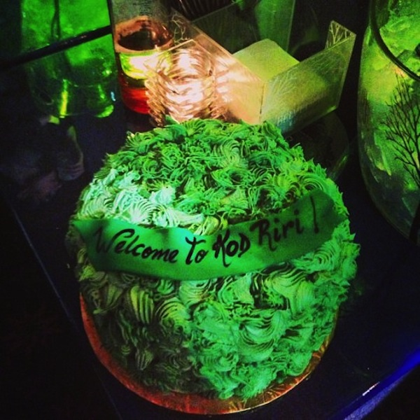 Ganja Girl Wallpaper Rihanna Celebrates Weed Day With A Giant Weed Cake Photo