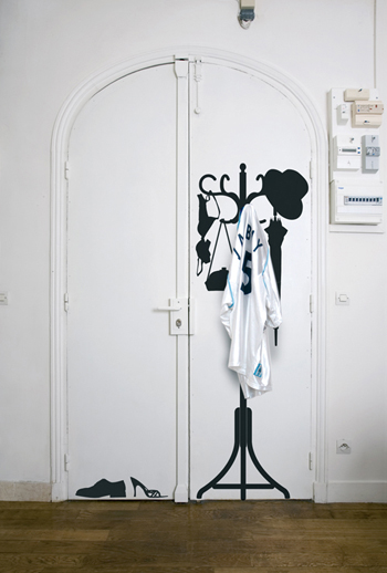 Domestic_Wall_Sticker_Hanger_far4