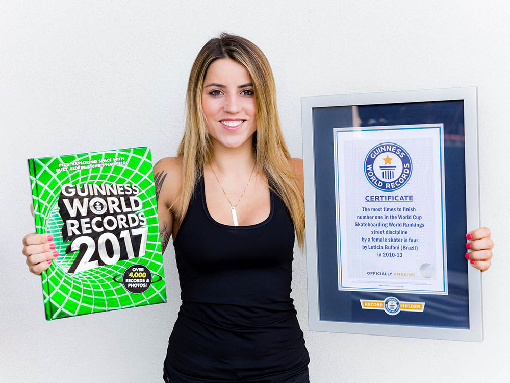 Libro Record Guinness 2017 Leticia Bufoni En Guinness World Records 2017 Urbeskate