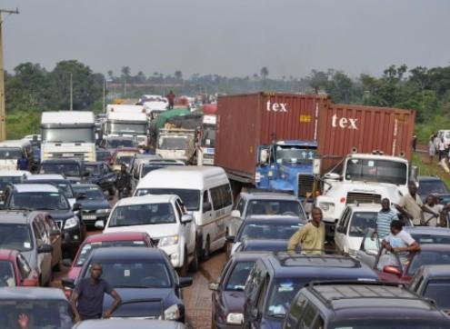 Travelers Stranded as Protesting Market Women Block Benin-Lagos Highway