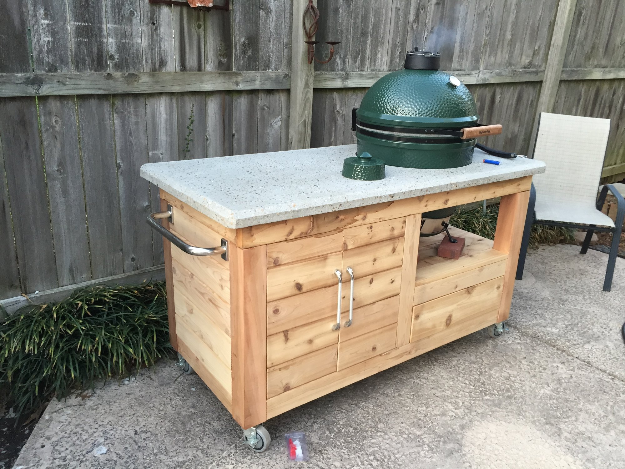 My Bge Cedar Table With Concrete Countertop Big Green Egg Egghead Forum The Ultimate Cooking Experience