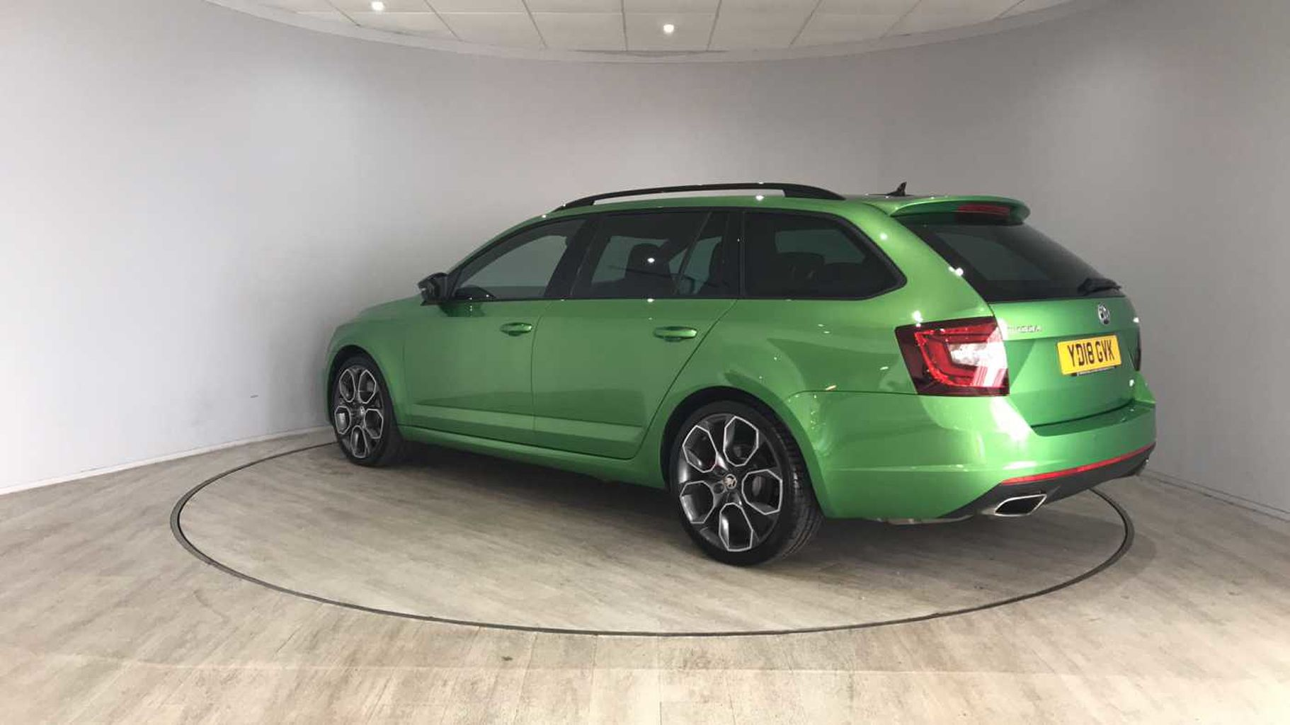 Skoda Octavia Vrs Estate Find A Used Green Škoda Octavia Vrs Estate 2017 2 Tsi