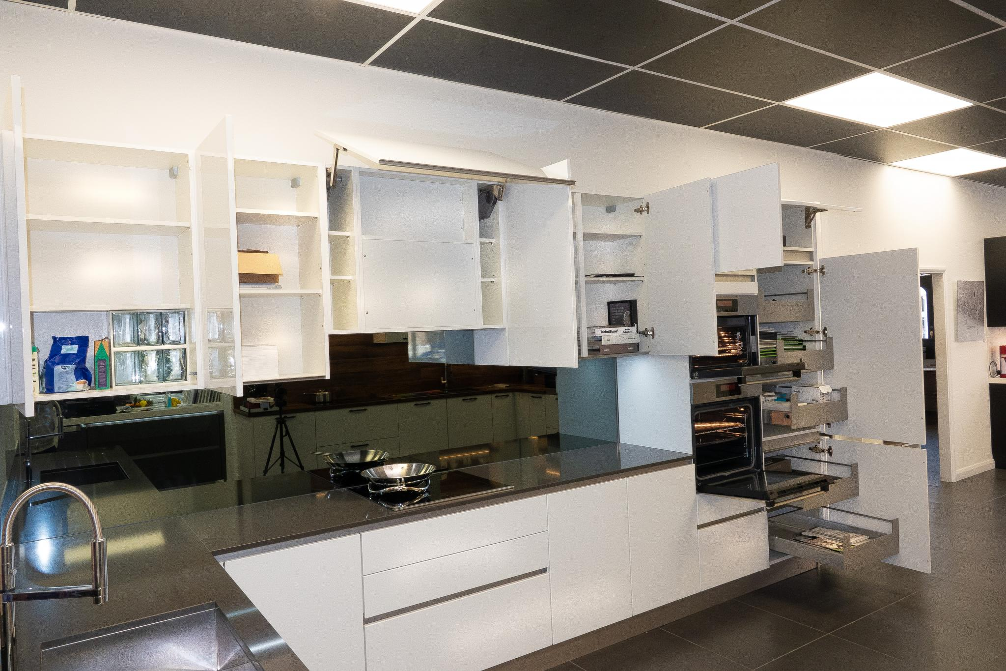 Ex Display Kitchen Nobilia Modern Gloss Handleless South - Küche Nobilia Gloss