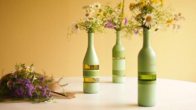 17 fascinatingly beautiful diy wine bottle crafts to for Decoration vase en verre