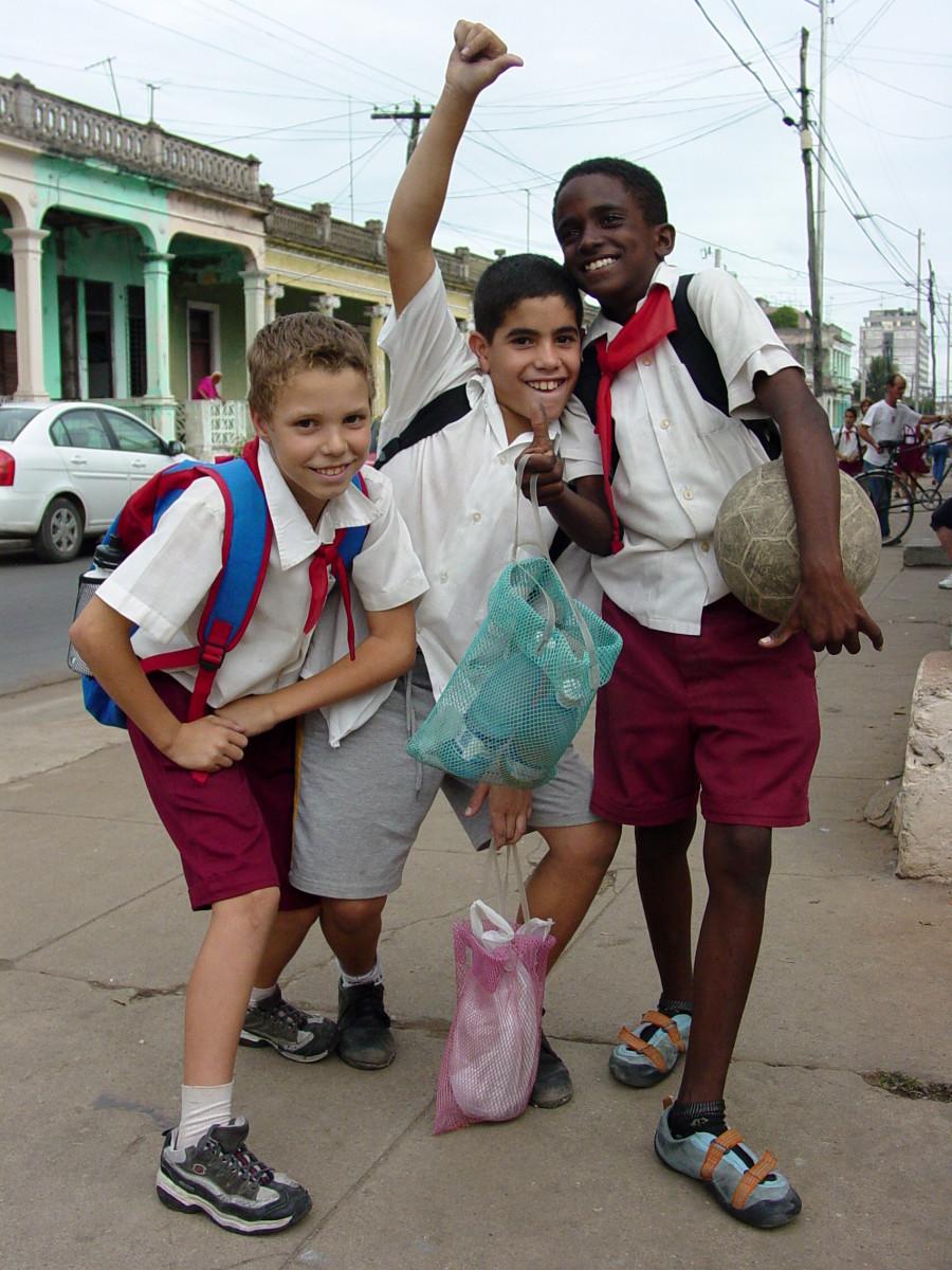 essays against school uniforms