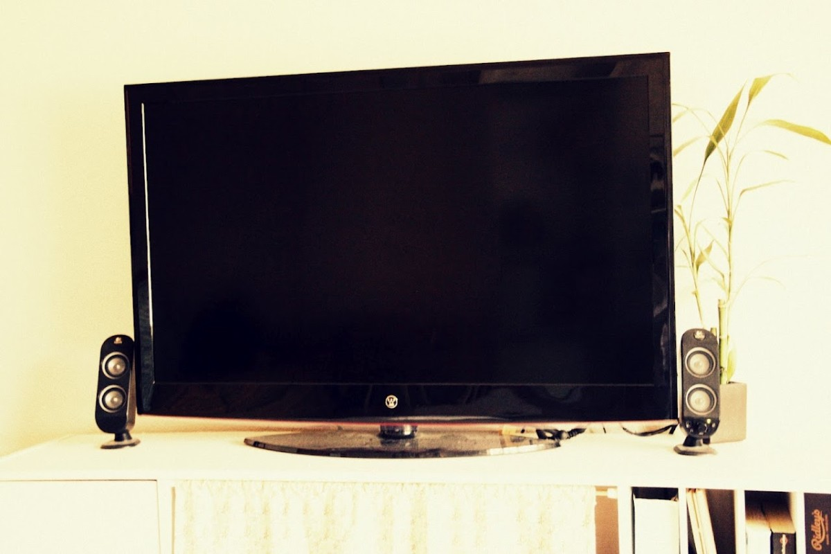 How to Use Computer Speakers on an LCD TV Spinditty