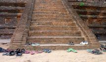 Prière de se déchausser avant de rentrer dans les temples!