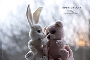 Мишка и зайка Любаша. Автор работы Светлана Мамонтова.  Фото: Евгения Архипова