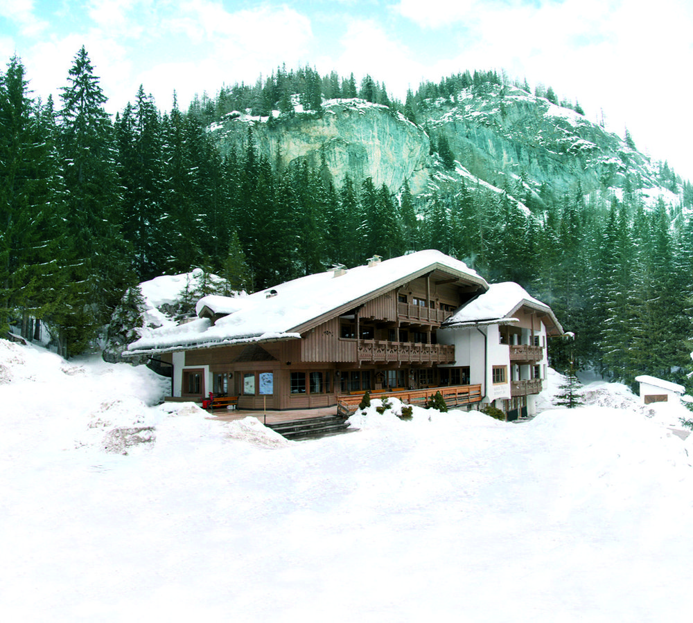 Hotel Il Caminetto Canazei Booking B B Mountain Chalet In Trentino