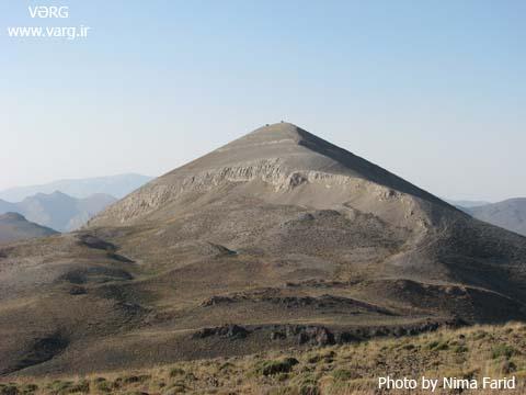 کوه بلور و شاه سفید کوه دو نقطهی سیاه روی قلهی بقعه و مسجد میباشند