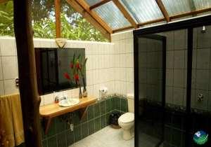 Rafiki Safari Lodge Bathroom
