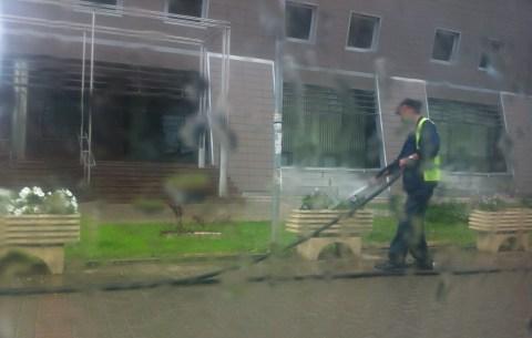 Ujisim edhe neper shi.