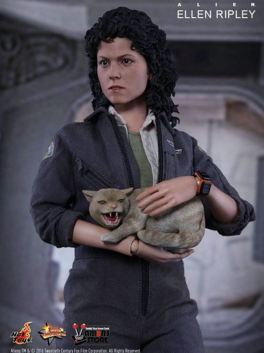 Vamers Store - Hot Toys - MMS366 - Alien - Ellen Ripley Sixth Scale Collectible Figure based on Sigourney Weaver - 03