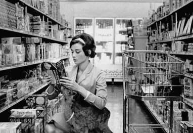 1959: Audrey leva seu filhote de cervo ao mercado.