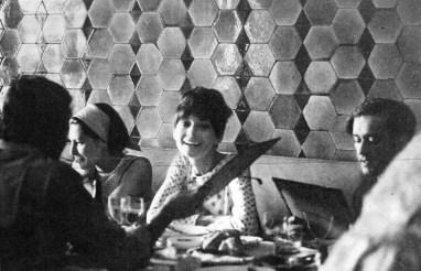 Férias em Istanbul, junho de 1968: Audrey Hepburn, Andrea Dotti e Doris Brynner, a sua melhor amiga. June 1968.