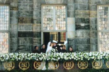 Balkonscene op de huwelijksdag – Foto: CC