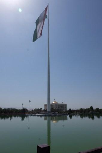 Dushanbe heeft naar het schijnt de hoogste vlaggenmast ter wereld