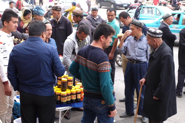 Iets voor oudere mannen, te koop op de bazaar