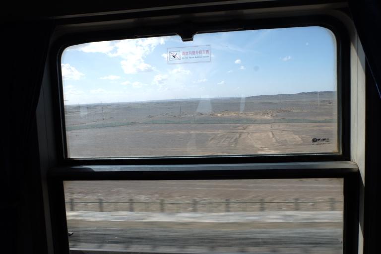 De woestijn vanuit de trein