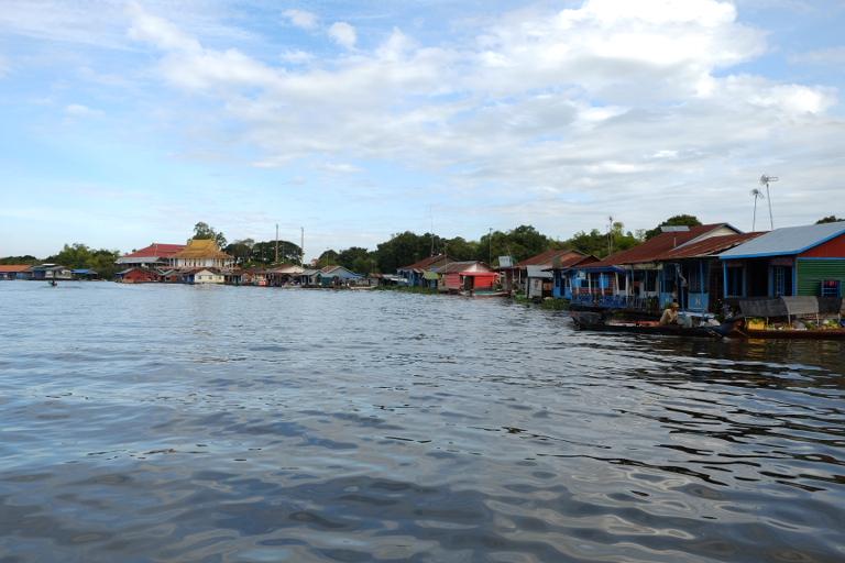 Drijvende dorpen aan het Tonle Sap meer