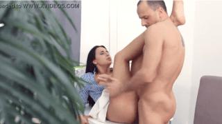 Abusando da secretária gostosa