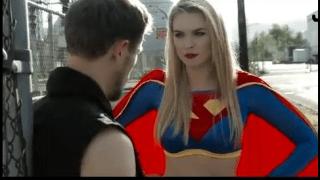 Superman comendo a super girl em paródia pornô