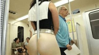Gostosa de legging fazendo sexo no metrô