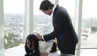 Patrão fodendo secretária gostosa