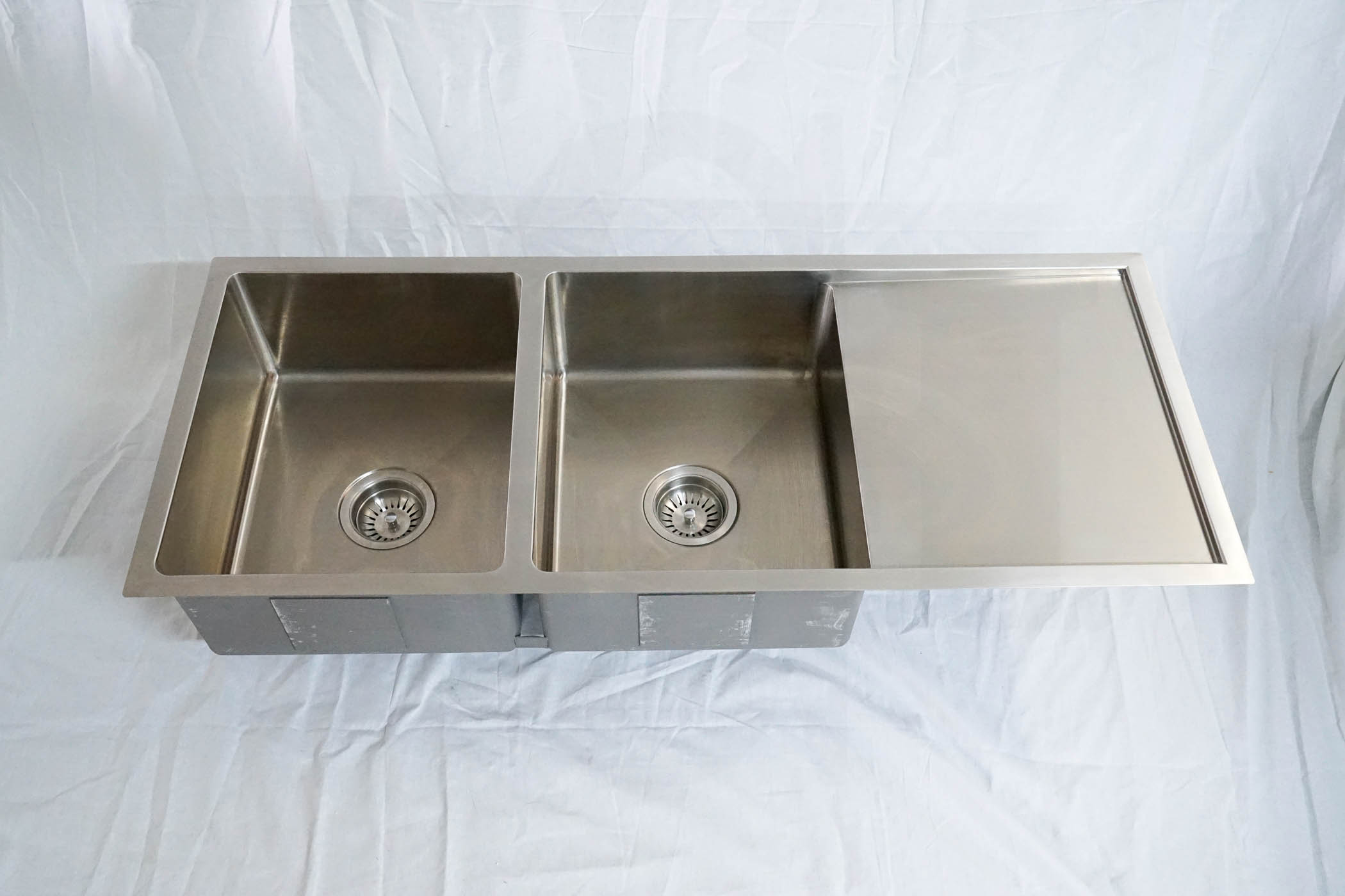 1110mm Double Bowl Handmade Stainless Steel Sink With Side
