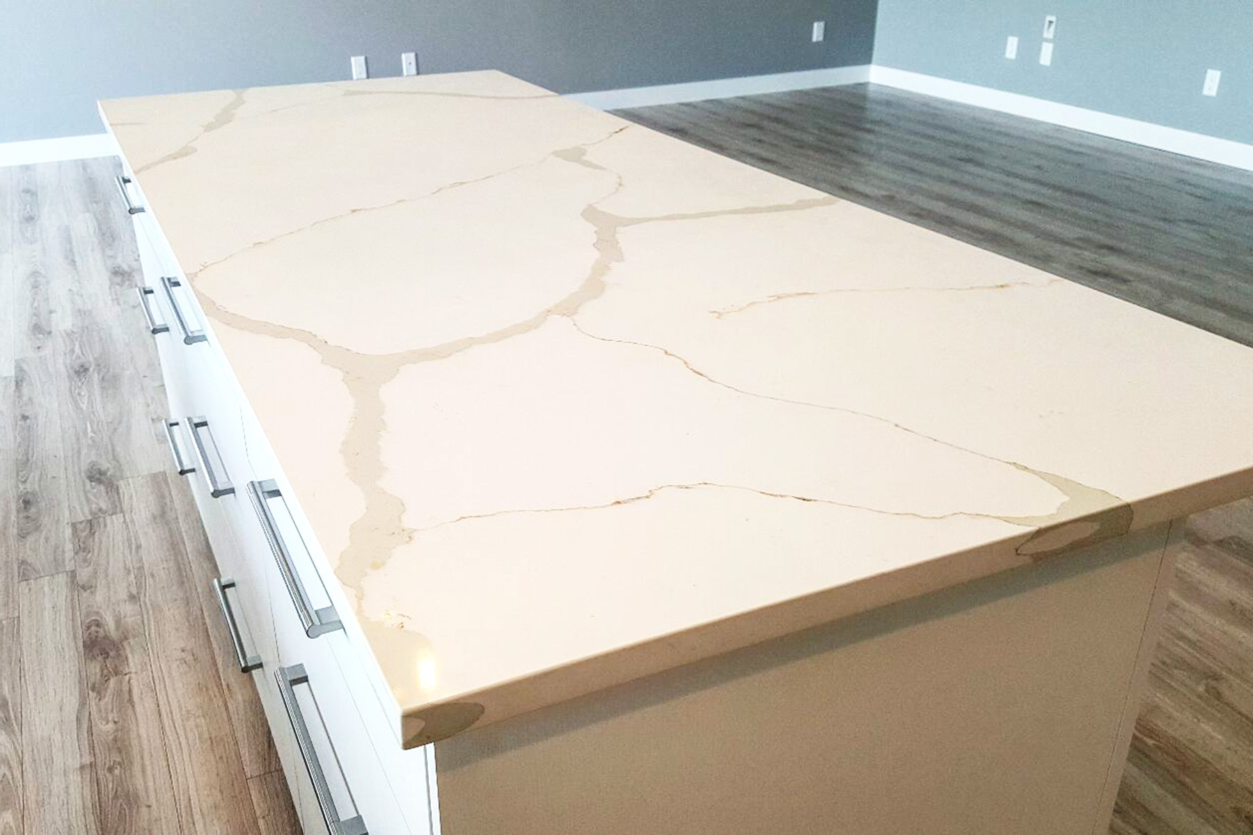 Limestone Countertops Vs Granite Quartz Vs Granite Countertops Vanway Kitchen 43 Bath