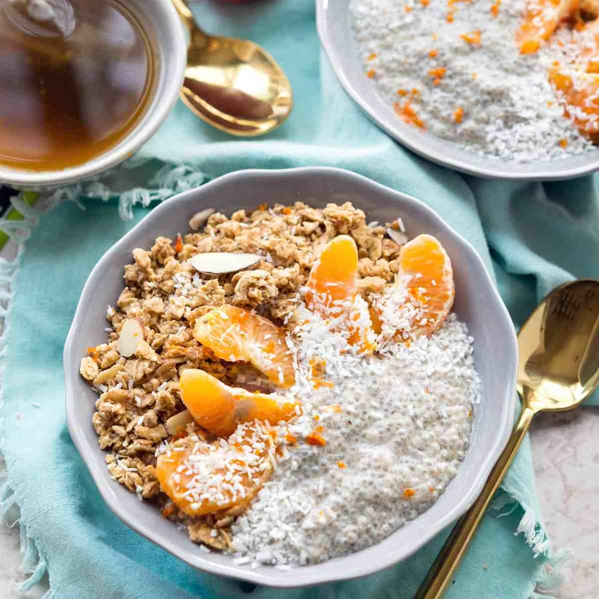 Start your day with this Dreamy Tangerine Chia Pudding, the perfect breakfast bowl! It's simple, delicious and healthy. #Vegan #Soyfree #veganyackattack
