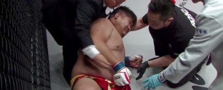 MMA: Lutador chora depois de levar chute no saco