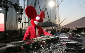 deadmau5 spins the platters