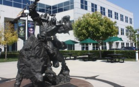 Blizzard Warcraft statue