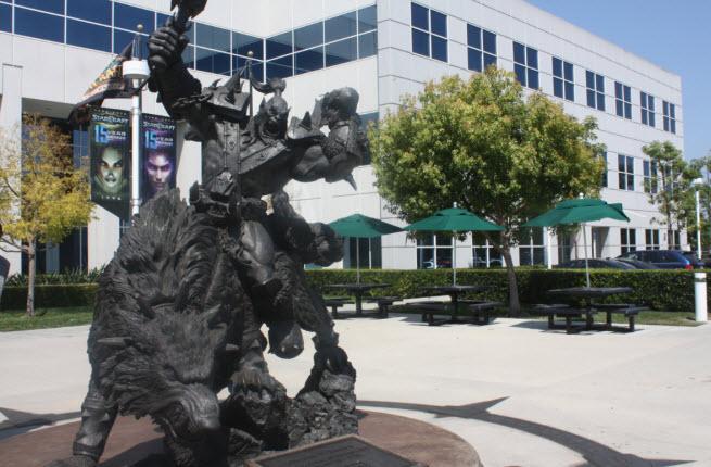 Blizzard Warcraft statue