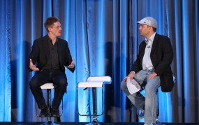 Chris Kemp, left, chief executive of Nebula, speaks with Reuven Cohen of Citrix at CloudBeat.