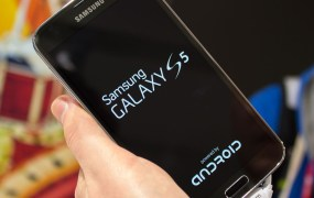 "Samsung's Galaxy S5 displaying the ""Powered by Android"" branding upon bootup"