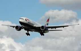 A British Airways 777-200 coming in for a landing.