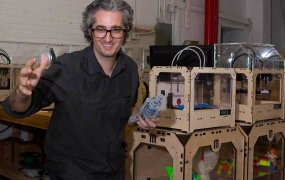 bre-pettis-makerbot-june-2012-bi-dng-3