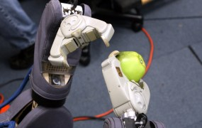 Robot apple Erik Charlton Flickr