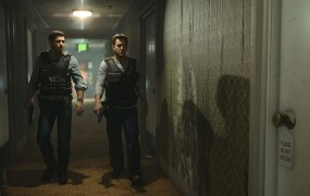 Battlefield Hardline's prologue with characters Nick Mendoza (left) and Carl Stoddard.