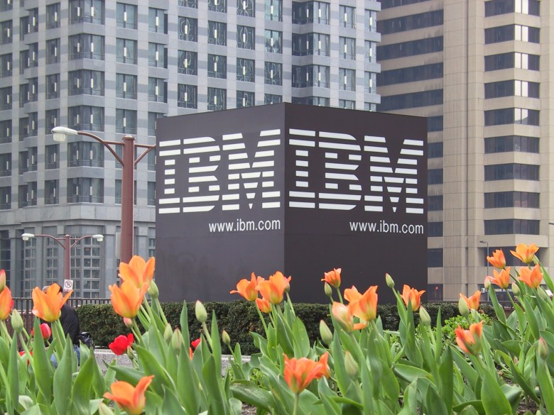 IBM becomes the first reseller of the Docker Trusted Registry software