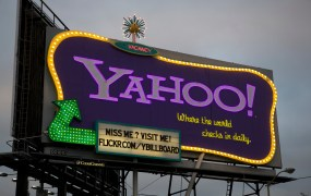 The Yahoo! billboard sign in San Francisco at dusk (2011)