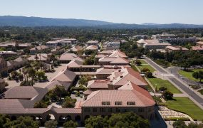 1200px-Stanford_University_from_Hoover_Tower_May_2011_004