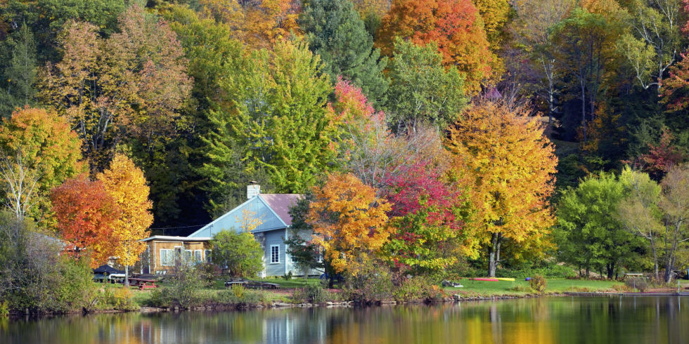 Falling Leaves In Water Live Wallpaper 50 Small Towns Across America With The Most Beautiful Fall